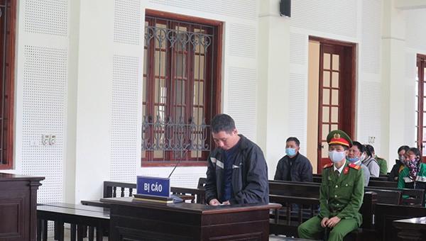 Bị cáo Nguyễn Xuân Tú tỏ ra hối lỗi tại tòa