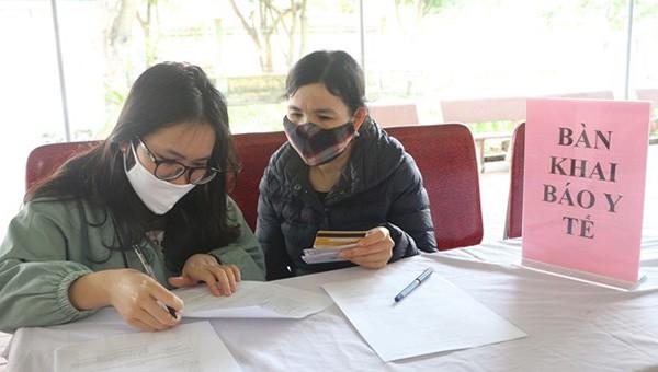 Người dân Nghệ An thực hiện khai báo y tế (ảnh BH)