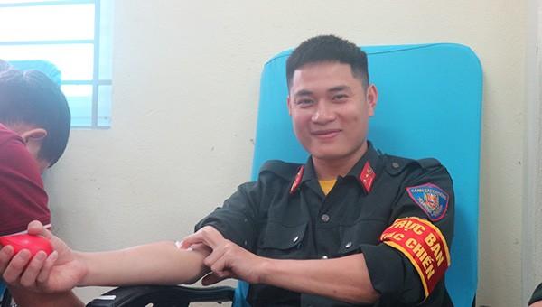 Trung đoàn cảnh sát cơ động hiến máu cứu người