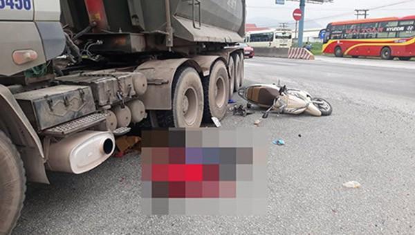 2 mẹ con tử vong thương tâm do bị xe tải cuốn vào gầm