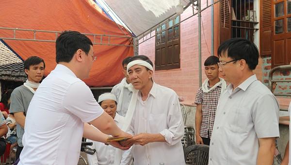 Chủ tịch tỉnh Nghệ An thăm hỏi, chia buồn với gia đình nam sinh viên quên mình cứu bạn