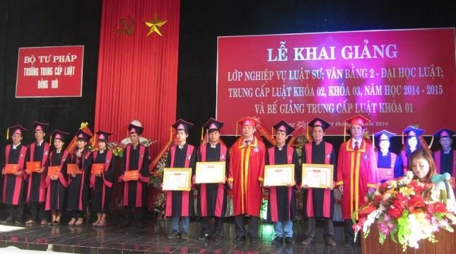 Trung cấp Luật  Đồng Hới khai giảng năm học mới, mở lớp nghiệp vụ Luật sư đầu tiên