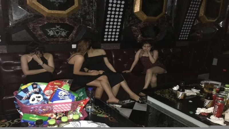 Hưng Yên: Bắt quả tang 31 đối tượng đang có hành vi sử dụng trái phép chất ma túy tại quán Karaoke Galaxy  