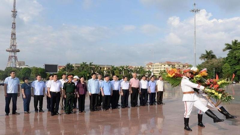 Dâng hương kỷ niệm 105 năm ngày sinh Tổng Bí thư Nguyễn Văn Linh