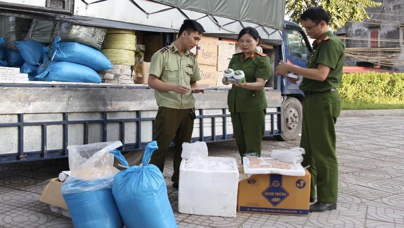Thu giữ 45kg nem chua và 750kg muối gia vị chấm không rõ nguồn gốc xuất xứ