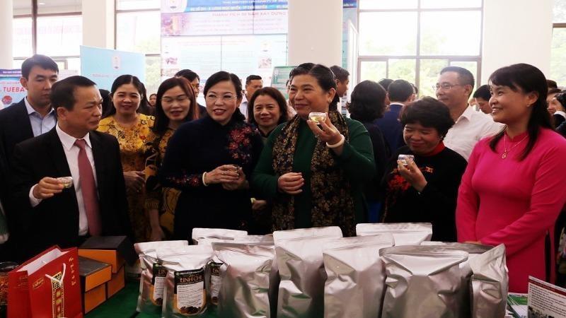Các đại biểu Quốc hội thăm và làm việc tại Đại học Thái Nguyên.