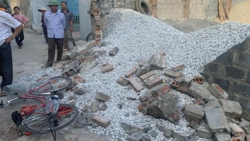 Khởi tố vụ nữ sinh Thái Bình tử vong do tường nhà hàng xóm đổ vào người