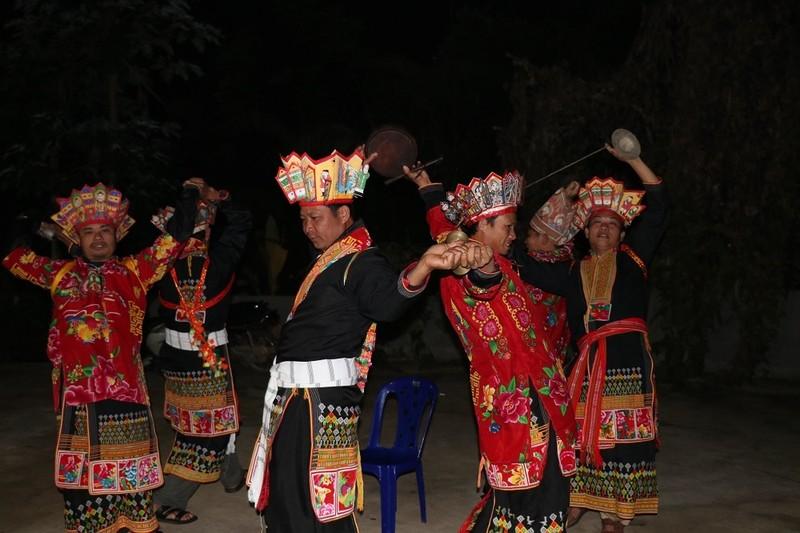 Gìn giữ điệu múa bắt rùa độc đáo của đồng bào Dao trong lễ Cấp sắc