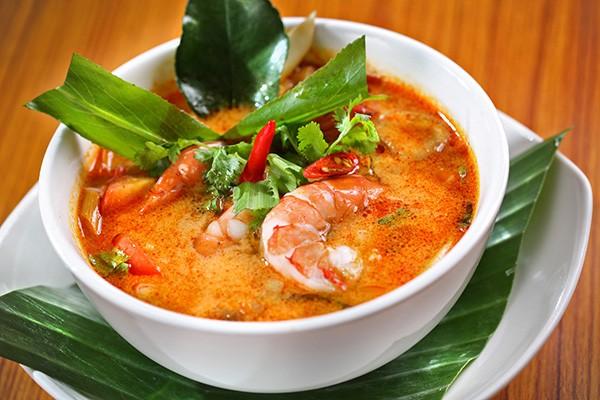 Đến Thái Lan, hãy thưởng thức món canh chua cay Tom yum