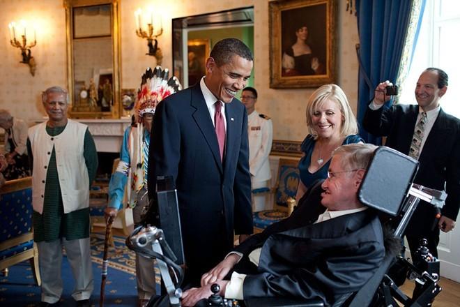 Nghị lực sống của nhà bác học thiên tài Stephen Hawkings