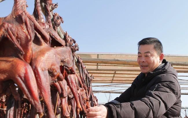 """Gà hong gió- Đặc sản """"nhẫn tâm"""" của người Tây Tạng khiến nhiều người khiếp sợ"""