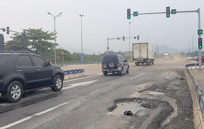 Nhiều sai phạm khiến cao tốc Đà Nẵng - Quảng Ngãi vừa hoàn thành đã có gần 300 ổ gà, ổ voi