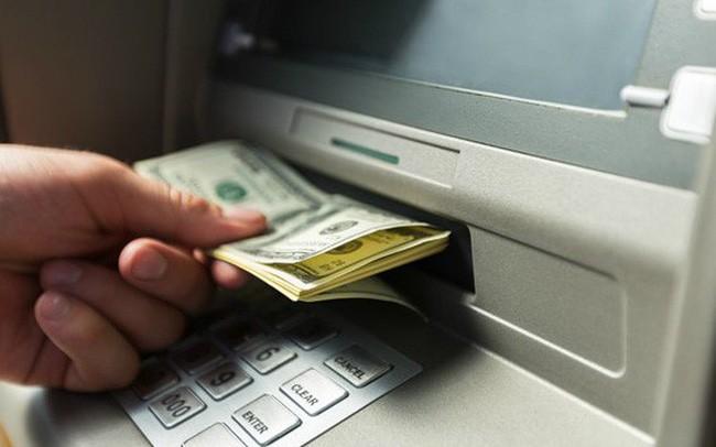 Mánh khóe tinh vi của nhóm người Trung Quốc làm giả hơn 300 thẻ ATM, rút sạch tiền của nhiều người Việt
