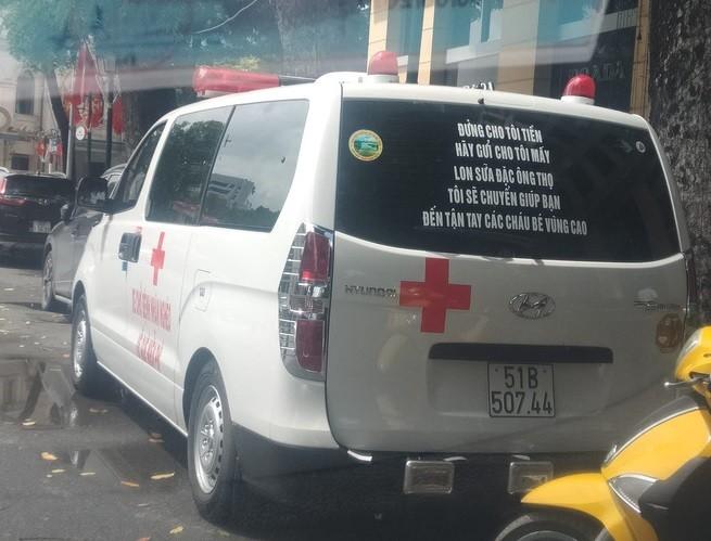 Dòng thông điệp ý nghĩa trên chiếc xe chở bệnh nhân miễn phí