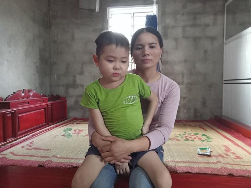 Nhói lòng trước câu hỏi của bé trai 6 tuổi bị ung thư máu: Bao giờ con được đến trường?