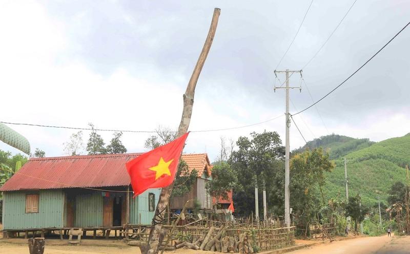 """Bình Định: Điện lưới quốc gia """"bừng sáng"""" """"cổng trời"""" Canh Liên"""