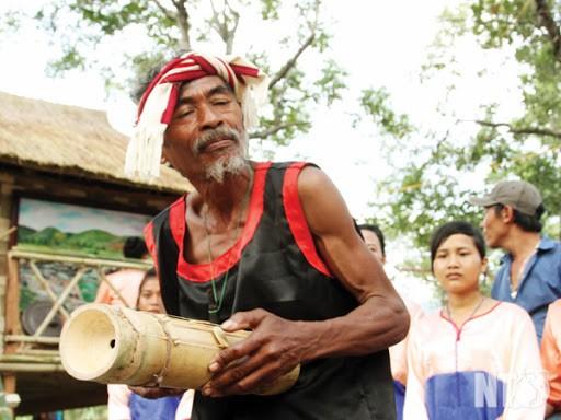 Nghệ nhân đau đáu níu giữ tiếng đàn Chapi của người Ra Glai