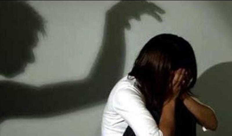 Những nốt sùi bí ẩn trên người bé gái tố cáo gã hàng xóm đồi bại