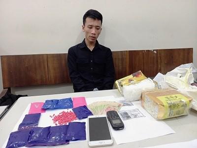 Bắt giữ đối tượng vận chuyển 2kg ma túy đá 2.000 viên ma túy tổng hợp