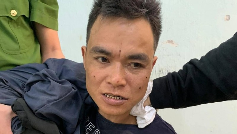 Thanh niên nghi ngáo đá xông vào trường mầm non, chém bị thương 1 phụ nữ