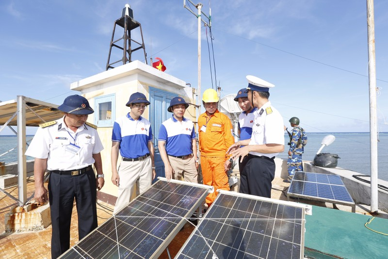 EVN chính thức tiếp quản, vận hành cấp điện trên đảo Cồn Cỏ