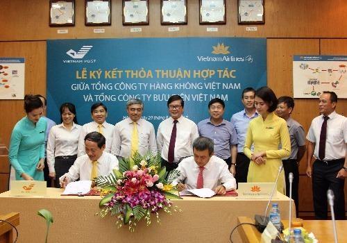 Vietnam Airlines và Vietnam Post cam kết sử dụng dịch vụ của nhau