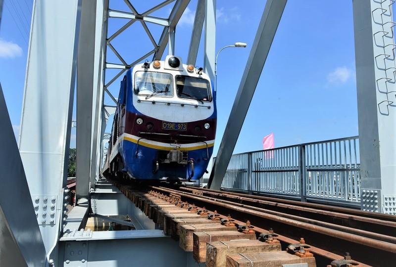 Sau khi được đầu tư nâng cấp, tải trọng toàn tuyến đường sắt Bắc - Nam sẽ cùng cấp 4,2 tấn/m