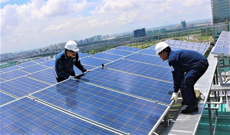 Vận hành, kinh doanh điện mặt trời trên mái nhà - một trong những chức năng của các Công ty Dịch vụ điện lực sau khi ra đời.