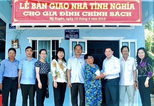 PMU đường Hồ Chí Minh tặng nhà tình nghĩa cho gia đình chính sách ở Sóc Trăng