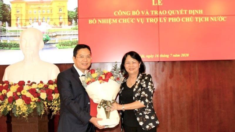 Nhận quyết định từ Phó Chủ tịch nước Đặng Thị Ngọc Thịnh, ông Nguyễn Dũng Tiến cam kết sẽ tiếp tục nỗ lực để hoàn thành tốt nhiệm vụ công tác mới.
