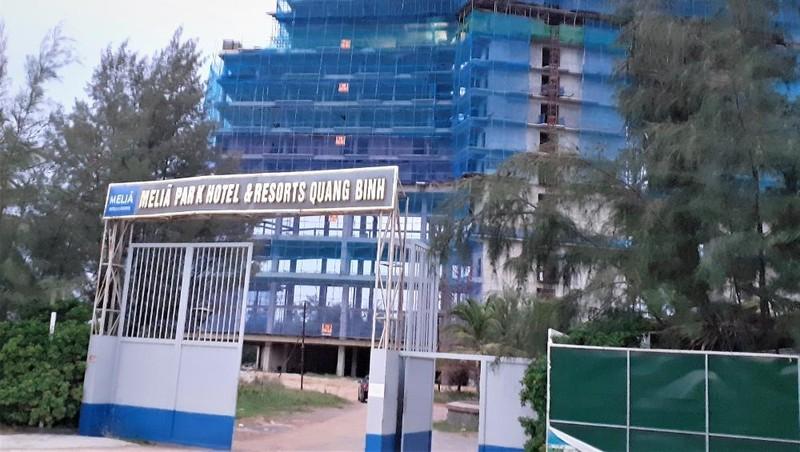 Sau nhiều năm dền dứ, Dự án Meliã Park Hotel & Resort Quảng Bình của Saigontourist mới triển khai nhưng đang bị trượt tiến độ.