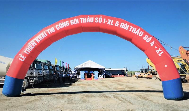 Tư vấn giám sát trưởng, Chỉ huy trưởng công trường Gói thầu XL01 đoạn Phan Thiết - Dầu Giây đã bị cảnh cáo vì để lọt vật liệu xây dựng không đảm bảo vào công trường.