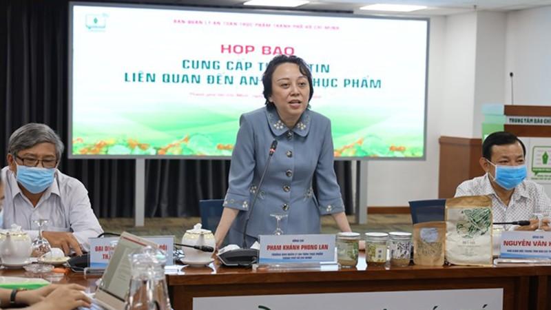 Bà Phạm Khánh Phong Lan yêu cầu người dùng báo ngay cơ quan chức năng việc sử dụng sản phẩm Pate Minh Chay.