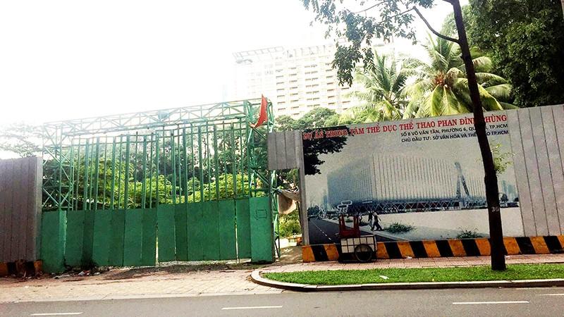 Dự án xây mới Trung tâm Thể dục thể thao Phan Đình Phùng bị ngưng trệ từ nhiều năm qua.