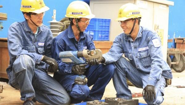 Theo UBND TP, việc làm, đời sống vật chất và tinh thần của công nhân tuy đã được cải thiện song vẫn còn không ít khó khăn.