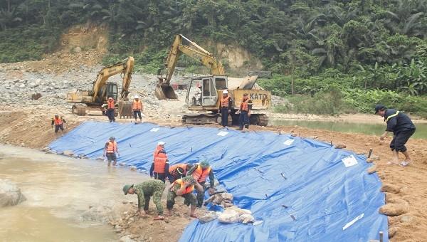 Trong giai đoạn 4, lực lượng CNCH vừa tìm kiếm các nạn nhân ở bãi bồi, vừa tìm dưới vũng nước sâu trên sông Rào Trăng.