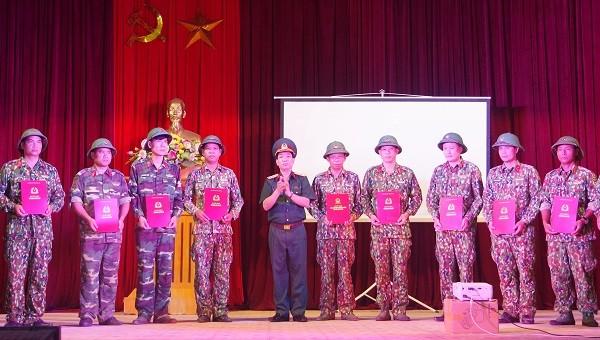 Tăng cường sĩ quan, quân nhân chuyên nghiệp bảo vệ biên giới