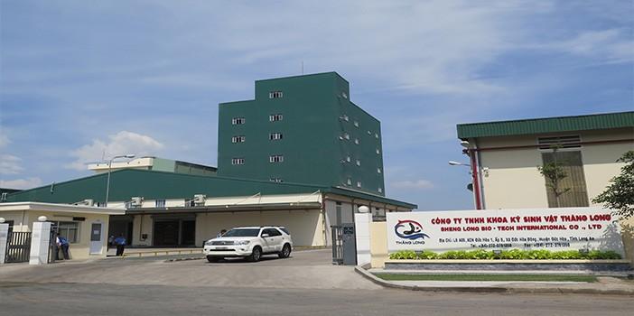 Doanh nghiệp sản xuất thức ăn nuôi tôm đột ngột tăng giá bán, người nuôi tôm lao đao