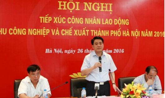 Chủ tịch UBND TP Hà Nội đối thoại công nhân tại Khu công nghiệp và chế xuất Hà Nội.