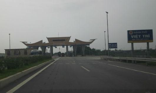 Vẫn cấm ô tô qua cầu Việt Trì
