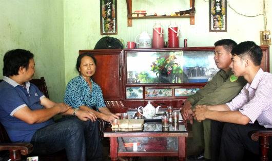 Bà Nguyễn Thị Hòa ở khu 9 xã Gia Điền đã khóc cạn nước mắt trước sự ra đi của người con trai mới ngoài 20 tuổi. Ảnh: QK