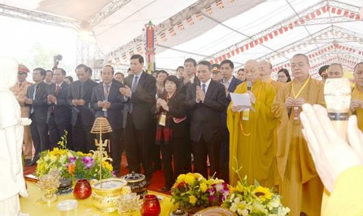 Các đại biểu tham dự lễ cầu nguyện cho nạn nhân TNGT đã tử vong.