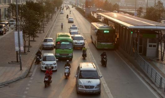 Chiều 29/12, hơn 20 chiếc xe buýt nhanh đã bắt đầu chạy thử trên đoạn đường Yên Nghĩa – Kim Mã (Hà Nội).