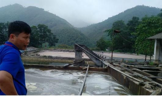 Nhà máy giấy Thuận Phát xả nước thải chưa được xử lý triệt để ra môi trường, gây ô nhiễm suối Cái. Ảnh: Xuân Hồng.