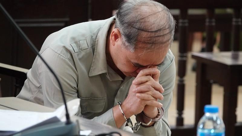 Cựu hiệu trưởng dâm ô nhiều nam sinh bị tuyên 8 năm tù