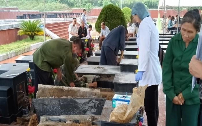 Hiện trường khai quật 13 ngôi mộ tại Nghĩa trang liệt sĩ tỉnh Bắc Kạn vào ngày 23/10/2019