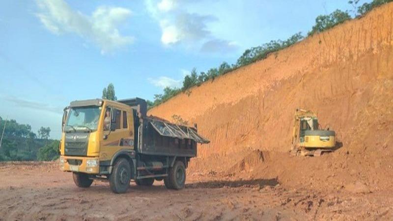 Còn tồn tại, sai phạm trong hoạt động san gạt, hạ cốt nền, khai thác đất đồi tại huyện Tam Nông năm 2020.