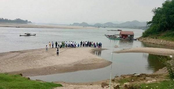 Nhóm học sinh tắm sông Đà, 2 em mất tích