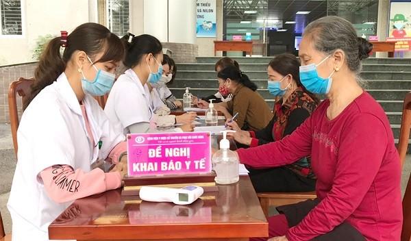 Người bệnh bắt buộc phải khai báo y tế khi đến khám, chữa bệnh để phòng COVID-19.
