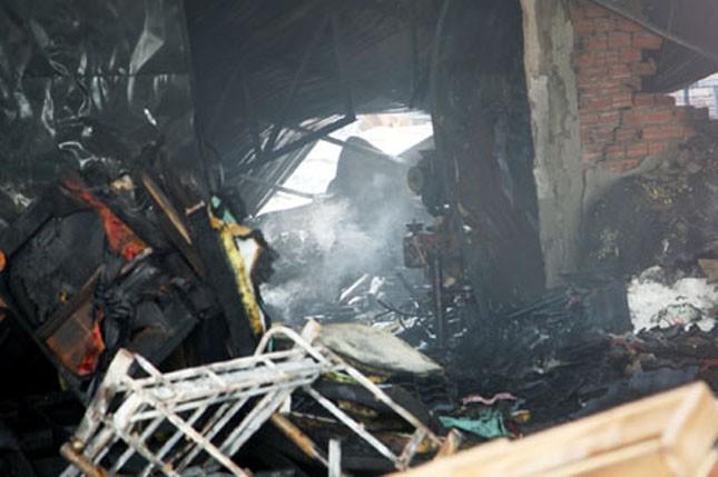 Hiện trường nhà xưởng cháy rụi sau hỏa hoạn